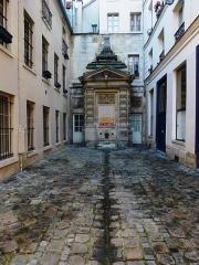 Fontaine dite de Jarente - English: Paris, Fontaine de Jarente (Impasse de la Poissonnerie)