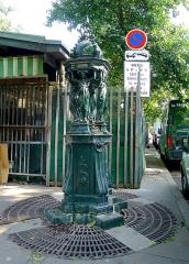 Fontaine Wallace (deux) - English: Wallace fountains in the Louis-Lépine place - Paris