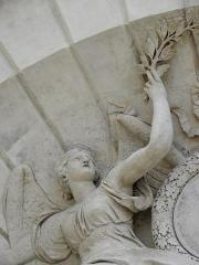 Hôtel des Ambassadeurs de Hollande - Portail de l'Hôtel Amelot de Bisseuil, Rue Vieille du Temple, Paris (75004). Renommée sculptée par Thomas Regnaudin (1622-1706).