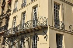 Hôtel d'Arvers - English: Hôtel d'Arvers located at 12 quai d'Orléans Paris 4th district, France