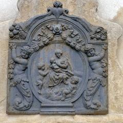 Hôtel de Chalons-Luxembourg - Hôtel de Chalon-Luxembourg (fontaine de la cour: détail) - Paris IV