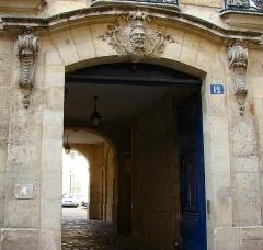 Hôtel  , dit Hôtel Le Rebours - Français:   Hôtel Le Rebours - 12 rue Saint-Merri - Paris 4 Le Porche (vue générale)