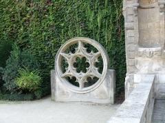 Hôtel du Petit-Sully - sculpture dans les jardins de l'hôtel de Sully