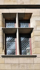 Hôtel de Sens - English: Cross window on the souht facade of Hôtel de Sens located at 4th arrondissement of Paris, France
