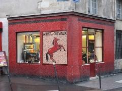 Ancien hôtel de Vibraye - English: Former horse butcher's shop at the corner of the rue Vieille-du-Temple and rue du roi-de-Sicile, Paris 4th arr. Now clothing shops