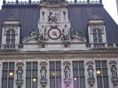 Hôtel de ville - English: Liberte Equalite Fraternite monument inscriptions