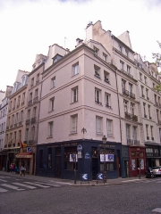 Maison - English: Au Franc Pinot, corner of 1 quai de Bourbon and 3 rue des Deux-Ponts, Paris IVe arrondissement, France.