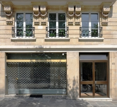 Immeuble - English: Entrance of the building located at 42 Quai des Célestins, Paris 4th arrondissement, France. The building is listed as a historical monument by the French Ministry of Culture.