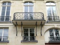Immeuble - Français:   Quai d\'Orléans (n°28-30-32 détail façade) - Paris IV