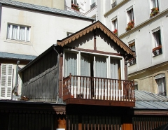 Maison - Français:   13 rue de Sévigné - Paris 4 Petite maison sur la cour