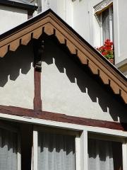 Maison - Français:   13 rue de Sévigné - Paris 4 Détail de la maisonnette sur cour