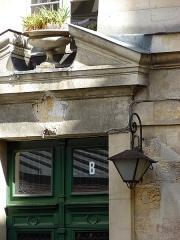 Maison - Français:   13 rue de Sévigné - Paris 4 Porte d\'entrée du bâtiment B à droite de la cour