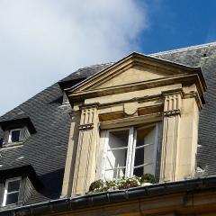 Pavillon du Roi - Pavillon du Roi - Place des Vosges - Paris 4 Détail des chien assis côté rue Birague