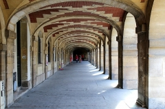 Place des Vosges - This building is indexed in the Base Mérimée, a database of architectural heritage maintained by the French Ministry of Culture,under the reference PA00086476 .