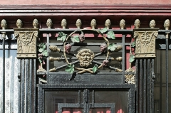 Ancien débit de boisson - This building is inscrit au titre des monuments historiques de la France. It is indexed in the base Mérimée, a database of architectural heritage maintained by the French Ministry of Culture,under the reference PA00086487 .