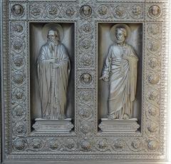 Eglise Saint-Vincent-de-Paul - Le Christ et les Apôtres. Porte centrale de la façade principale de l'église Saint-Vincent-de-Paul de Paris (75010).
