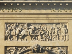 Porte Saint-Denis - English: Relief on the north face of the porte Saint-Denis, Paris : capture of the town of Maastricht