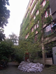 Immeubles - English: 33 rue du Faubourg-Saint-Antoine, Paris XIe arrondissement, France.