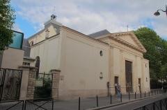 Maison - Français:   Église Sainte Marguerite, France, Paris XIe, façade d\'entrée, août 2011.