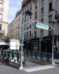 Métropolitain, station Parmentier - Français:   Édicule Guimard de la station Parmentier