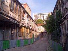 Cour de l'Industrie - English: Cour de l'industrie, Paris XIe arrondissement, France. View of the second courtyard, looking towards the third one.