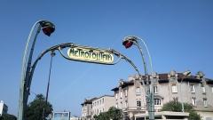 Métropolitain, station Saint-Marcel - Français:   Édicule Guimard de la station de métro Saint-Marcel