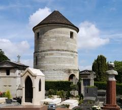 Cimetière Montparnasse - English: Paris, 14th arrondissement, France. Former moulin de la Charité in cimetière du Montparnasse.