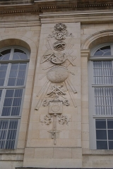 Observatoire de Paris - English: The western of the two sculptures on the southern façade of l'observatoire de Paris