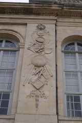 Observatoire de Paris - English: The eastern of the two sculptures on the southern façade of l'observatoire de Paris