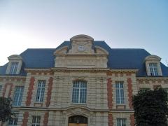 Institut Pasteur - Français:   Institut Pasteur. Bâtiment Duclaux, abritant la direction de l\'Institut