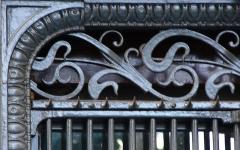 Boucherie Lamartine - Français:   Boucherie Lamartine - 172 avenue Victor Hugo - Paris 16 Détail des ferronneries de tour de vitrine
