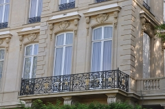 Hôtel de Monpelas, actuellement ambassade de la République d'Angola - English: Windows of Hôtel de Monpelas, a mansion located at 19 Avenue Foch in the 16th arrondissement of Paris in France. Currently Embassy of the Republic of Angola, this mansion is listed as a historical monument by the French Ministry of Culture.