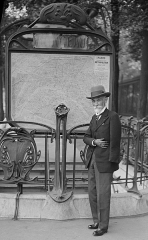 Métropolitain, station Monceau - Summary  Fulgence Bienvenüe (1852-1936), père du métro parisien, devant l\'entrée de la station Monceau.  Licensing  Source: RATP.    Public domain Public domain false false       This work is in the public domain in its country of origin and other countries and areas where the copyright term is the author\'s life plus 70 years or fewer.   You must also include a United States public domain tag to indicate why this work is in the public domain in the United States.Note that a few countries have copyright terms longer than 70 years: Mexico has 100 years, Jamaica has 95 years, Colombia has 80 years, and Guatemala and Samoa have 75 years. This image may not be in the public domain in these countries, which moreover do not implement the rule of the shorter term. Côte d\'Ivoire has a general copyright term of 99 years and Honduras has 75 years, but they do implement the rule of the shorter term. Copyright may extend on works created by French who died for France in World War II (more information), Russians who served in the Eastern Front of World War II (known as the Great Patriotic War in Russia) and posthumously rehabilitated victims of Soviet repressions (more information).    This file has been identified as being free of known restrictions under copyright law, including all related and neighboring rights. https://creativecommons.org/publicdomain/mark/1.0/ PDM Creative Commons Public Domain Mark 1.0 false false  fr:Catégorie:Métro de Paris