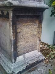 Monument dit Mire du Nord - Français:   Mire du Nord, inscription face sud.