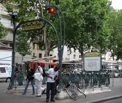 Métropolitain, station Alexandre-Dumas - Français:   La station Alexandre Dumas de la ligne 2 du métro de Paris, France