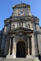 Eglise Saint-Louis - Français:   Porche, Eglise St-Louis à Fontainebleau (Seine-et-Marne, Ile-de-France, France).
