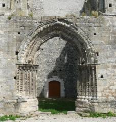 Eglise Saint-Mathurin - English:  Western portal of St. Mathurin's church in Larchant, Seine-et-Marne, Île-de-France, France.