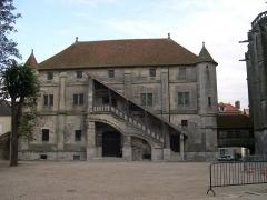 Ancien palais épiscopal - Español: El viejo capítulo de la ciudadela episcopal de Meaux. Esta es la fachada Oeste, vista aquí desde la plaza situada entre el palacio episcopal y la Catedral.