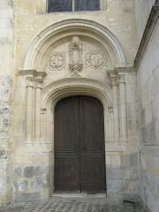 Eglise Notre-Dame - Français:   Collégiale Notre-Dame à Melun — porte nord de la façade ouest