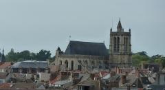 Eglise Saint-Aspais - Français:   Sur les escaliers des Recollets, zoom sur le gothique flamboyant de l\'église St Aspais dominant les toits de la ville de Melun.