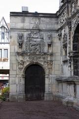 Maison dite de François Ier ou Hôtel de Chabouillé, dans la cour de l'Hôtel de ville - English:  Door of the old Hotel de Chabouillé.