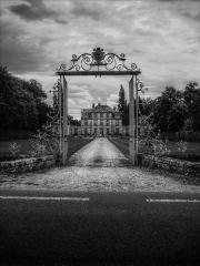 Chateau - Français:   Entrée du Château de Nandy (Seine-et-Marne, France)
