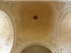 Eglise Saint-Loup - Intérieur de l'église prieurale de Saint-Loup-de-Naud (77). Coupole de la croisée du transept.
