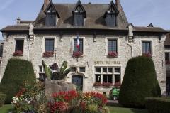 Ancienne maison Clément, actuellement hôtel de ville - English:  Old Clément's house, today City Hall