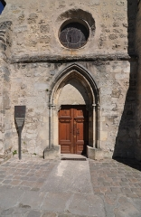 Eglise Saint-Léonard et Saint-Martin - English: The entrance portal of the chapel of Saint-Léonard et Saint-Martin in Croissy-sur-Seine in the department of Yvelines, France.