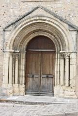 Eglise Saint-Béat - English: Church Saint-Béat in Épône in the Departement Yvelines (Île-de-France)