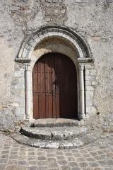Eglise - English: Saint-Pierre church in Longvilliers, France.