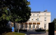 Château de Voisins - English:   Château de Voisins in Louveciennes, Yvelines department, France.