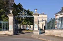 Château de Voisins - English:   Entrance of Château de Voisins in Louveciennes, Yvelines departement, France.