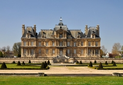 Domaine national : Château de Maisons-Laffitte - English: Château de Maisons-Laffitte in the department of Yvelines, France. The castle is classified as historic Monument.